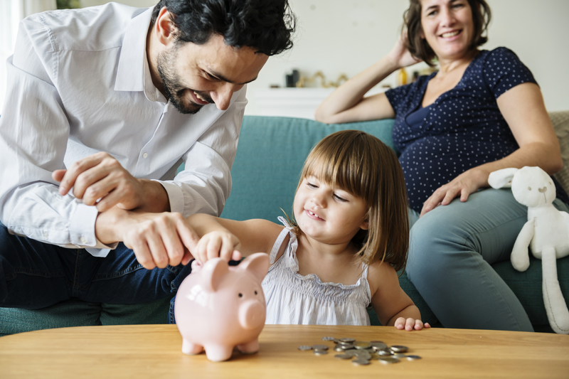 family saving money, teaching kids about money