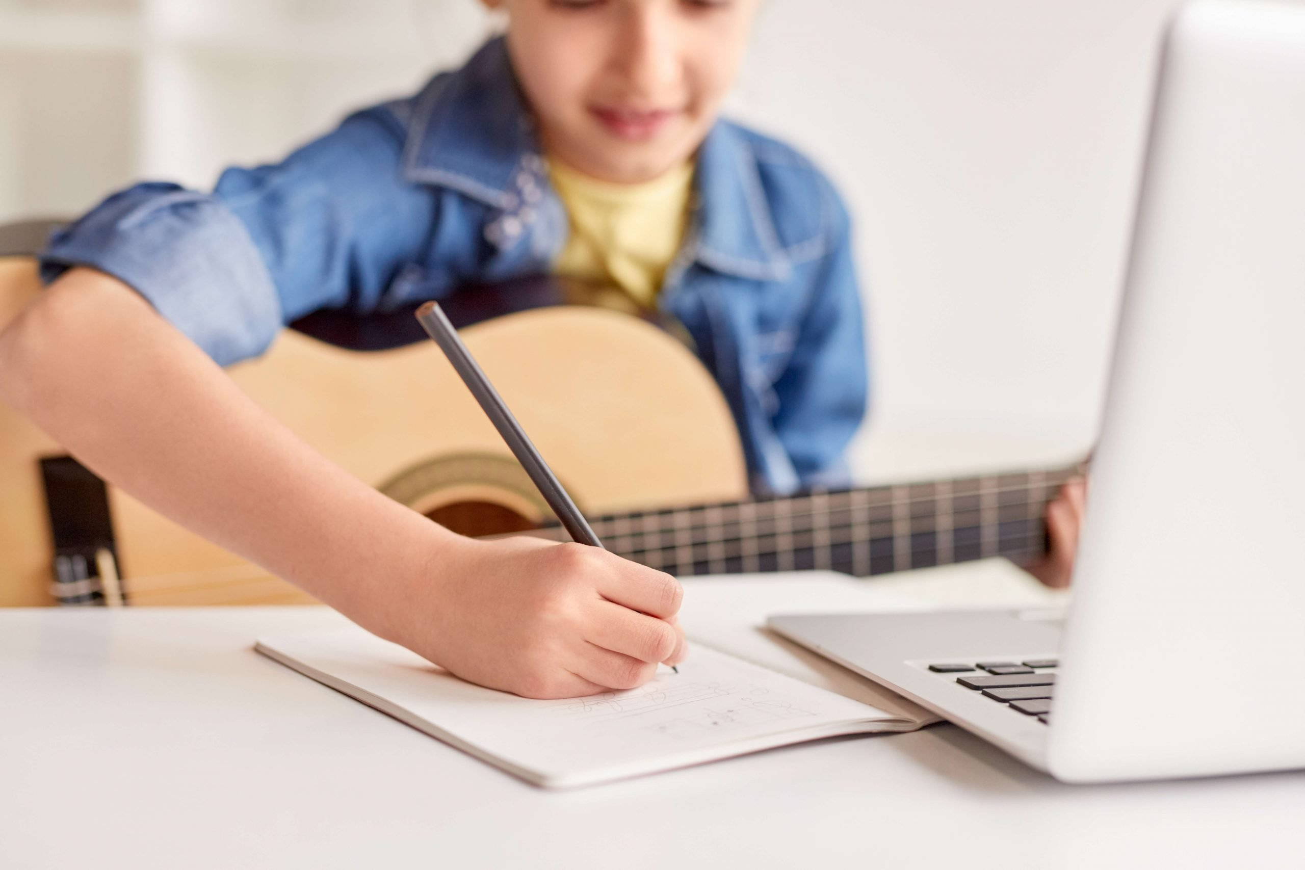 Online Kids Guitar Lessons