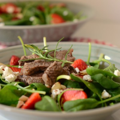 Spinach Salad with Strawberries, Steak and Goat Cheese