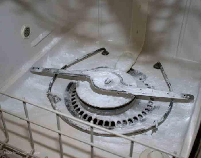 using baking soda to clean dishwasher
