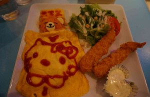 Moe Hello Kitty eten in Maid Cafe MaiDreamin in Tokyo