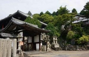 Tempel bovenop een berg/heuvel in Nara, Japan. Foto in Kurimu.