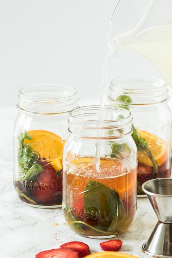 Summer Cocktails in a Jar | Entertaining ideas, party ideas, cocktail recipes, recipes and more from @cydconverse