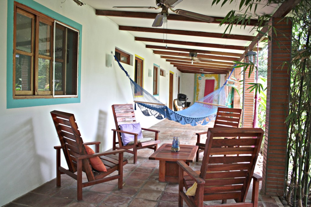 Hotel Maracuya Managua hammock and lounge area