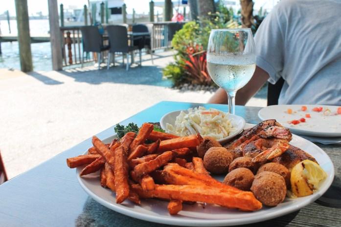 seafood-shack-places-to-eat-longboat-key-anna-maria-island-bradeton-beach-bar-florida18