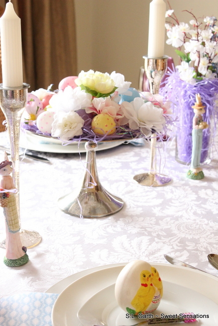 This crisp and clean tablescape uses a predominantly white palette with touches of lilac, orchid and blue.