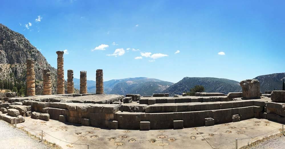 temple of apollo in delphi greece