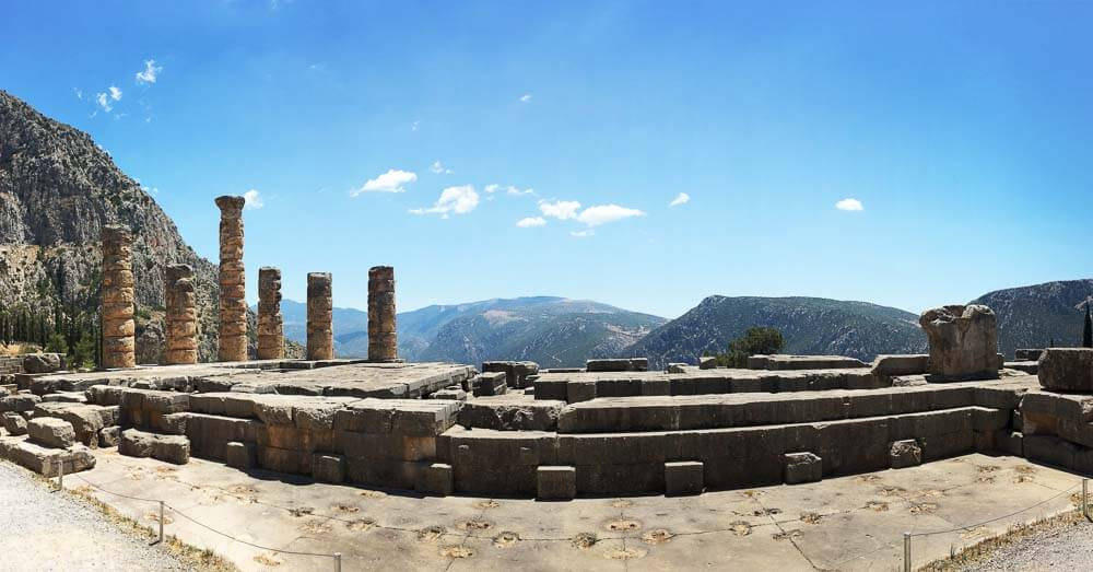 temple of apollo in delphi greece