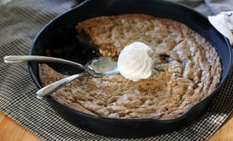 Chocolate Chunk Skillet Cookie | www.thetableofcontents.co