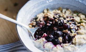 Blueberry Pie Oatmeal | www.thetableofcontents.co