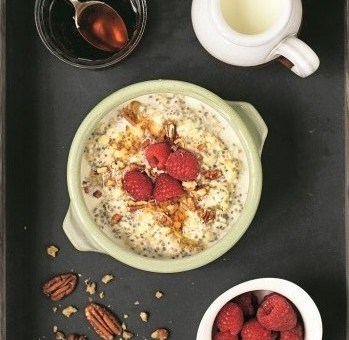 OVERNIGHT OATS WITH RASPBERRY & CHIA, p.22 (1)