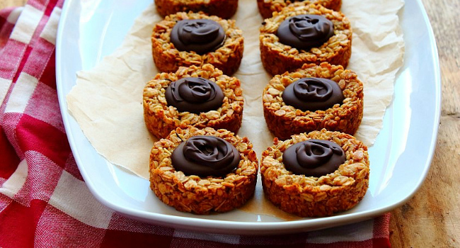 Oatmeal Caramel Cookie Cups Recipe by Peachy Palate
