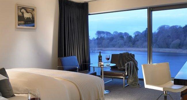 Crimson Deluxe Room Ice house hotel