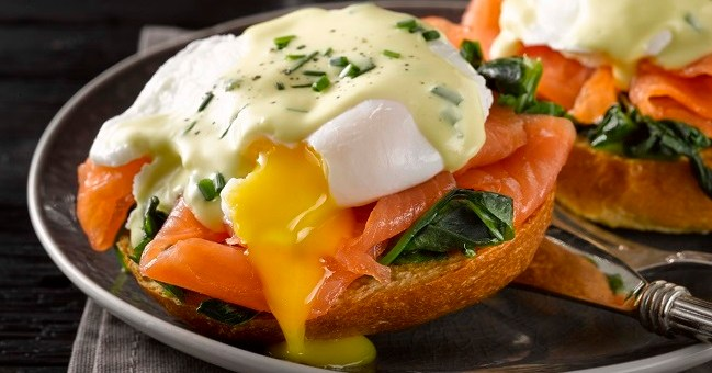 Breakfast eggs benedict recipe