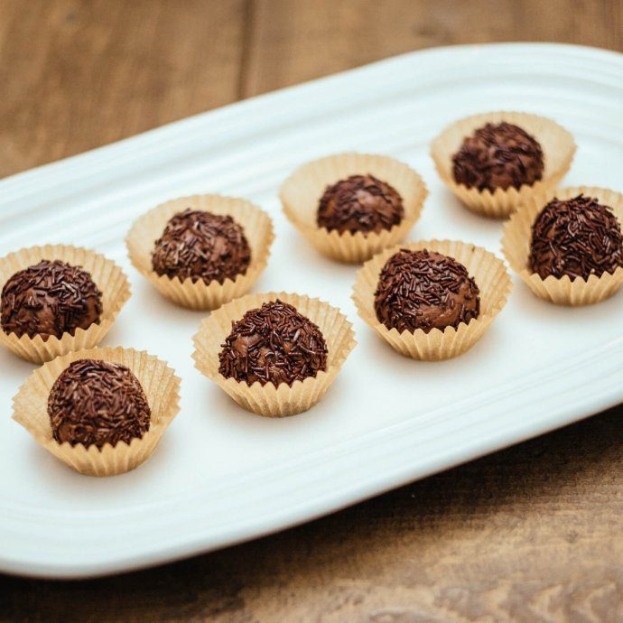 The Taste SF makes brazilian chocolate brigadeiro