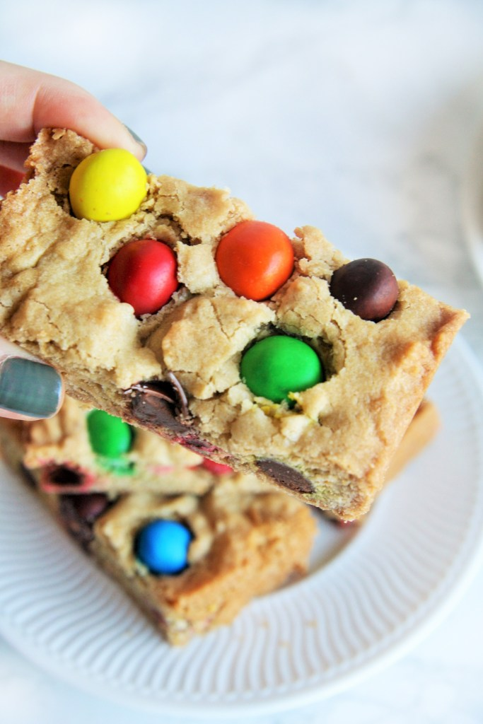 peanut-butter-m&m-cookie-bars-4
