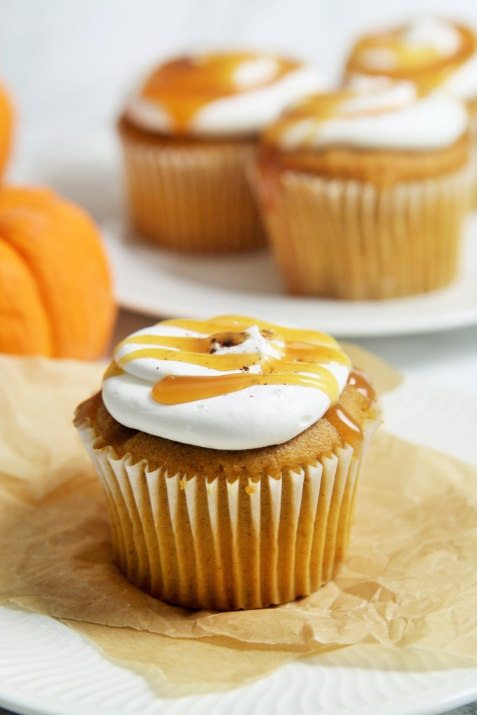 pumpkin-caramel-cupcakes-whipped-mascarpone-frosting-3
