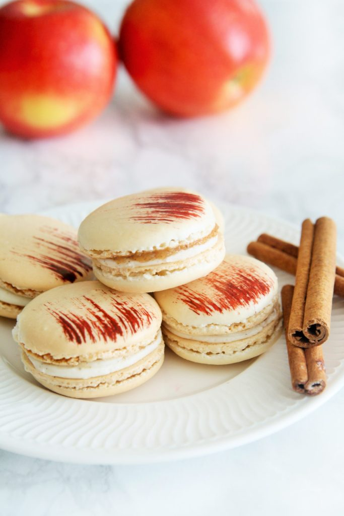 apple-pie-macarons-2