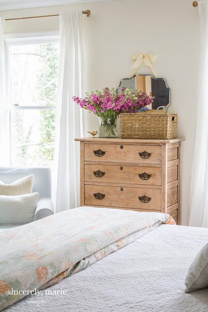 A simple minimalist Spring bedroom.