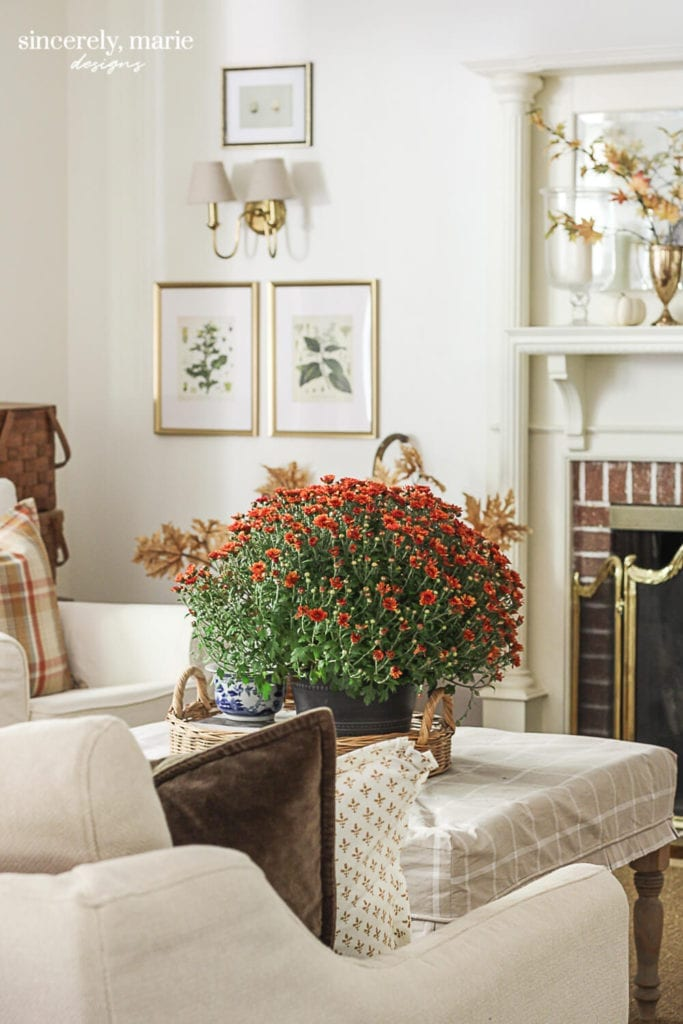 Welcome Home Sunday: Fall touches in the living room