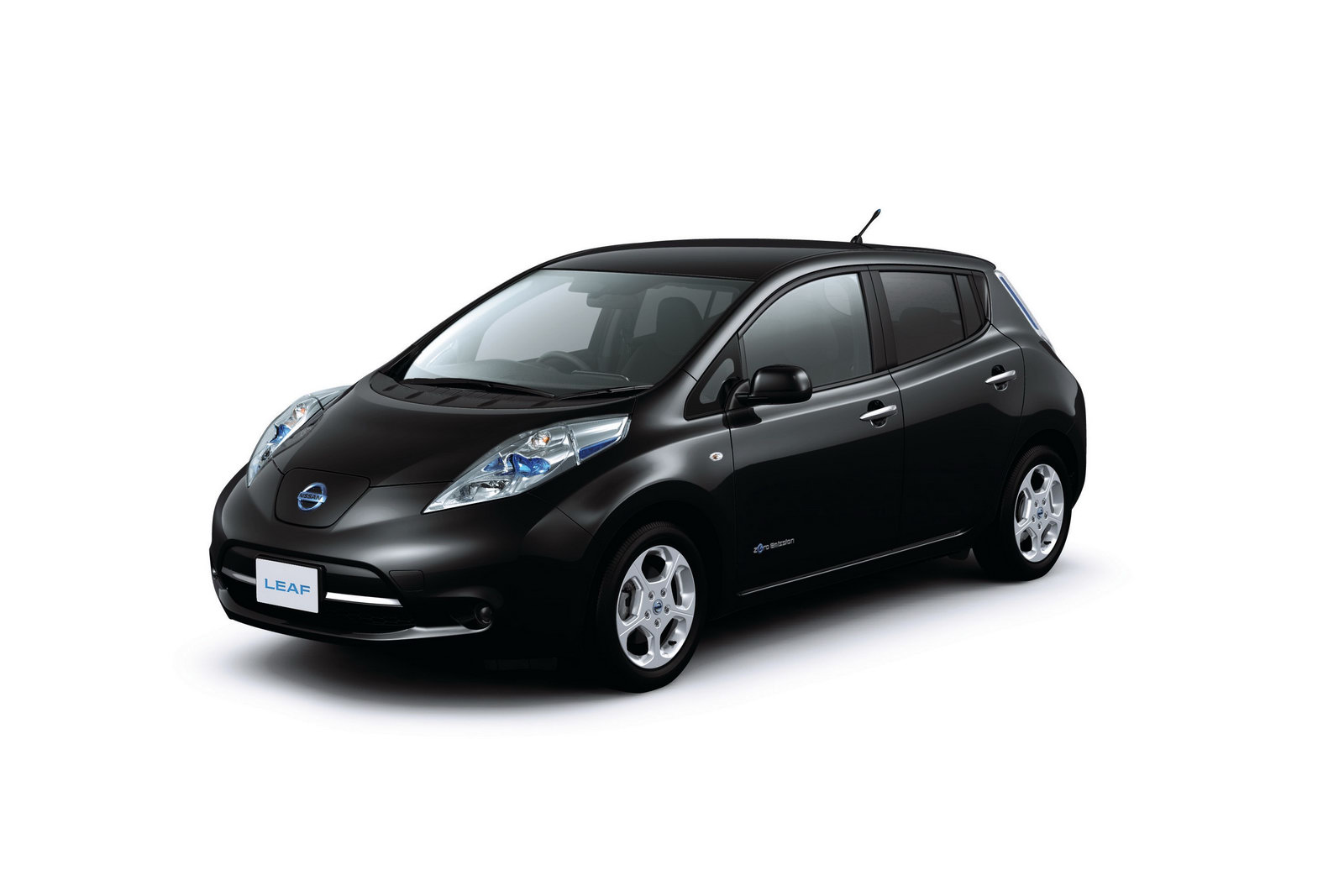 The 2016 Leaf Model Claims To Give Mileage Of More Than 100 Miles Per Charge.  Nissan Promises ...