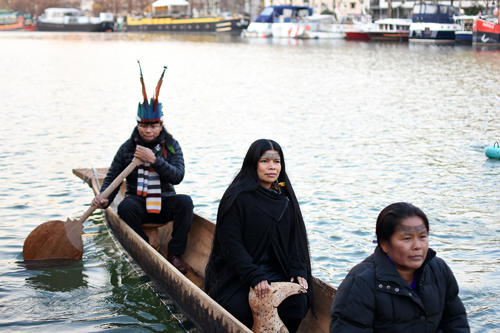 Jose Gualinga, Nina Gualinga and Ena Santi on the Canoe of Life, Seine River, Paris. Photo Sophie Pinchetti