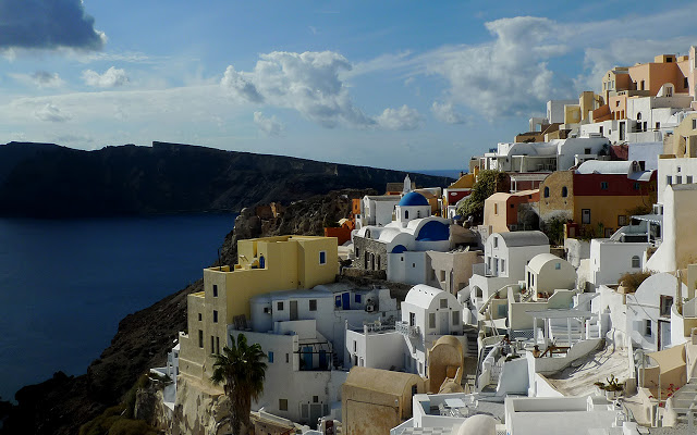 Solo Backpacking in Europe: Santorini - a Stunning Paradise