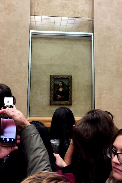 solo travel in Paris - Mona Lisa