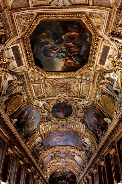 solo travel in Paris - Louvre