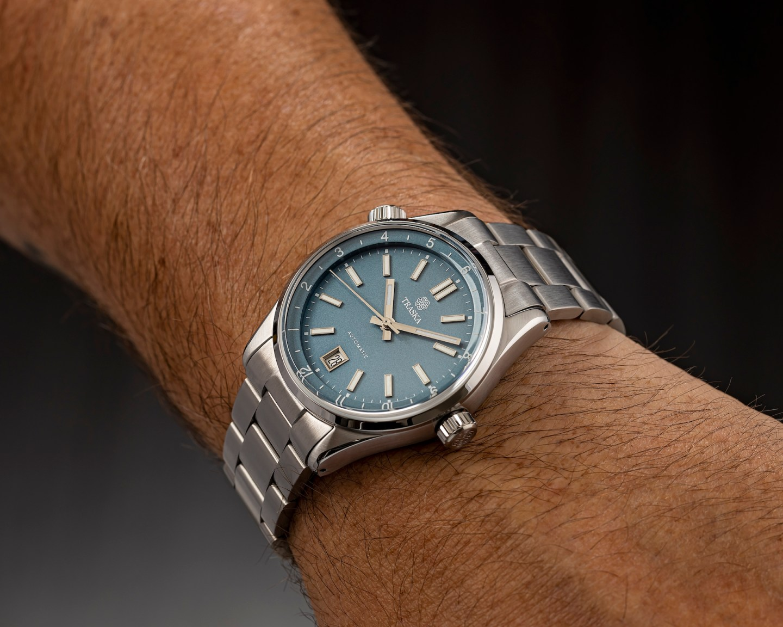 Venturer-Steel-Blue-Wrist.jpg?resize=144
