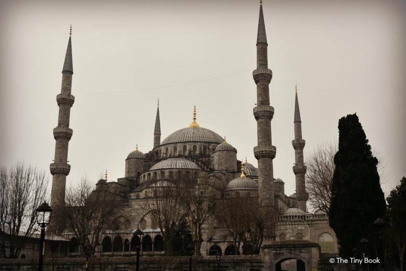 THE HOLY SOUL OF ISTANBUL The Blue Mosque, Hagia Sophia and the Basilica Cistern: A Triangle of Peace