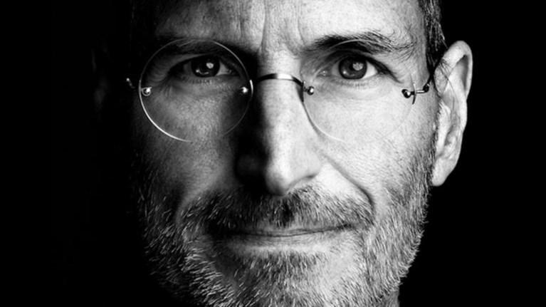 o-steve-jobs-eixe-proetoimasei-tin-apple-gia-to-lugismeno-iphone