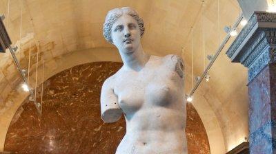 Πώς κατέληξαν στο Παρίσι  η Αφροδίτη της Μήλου, η Νίκη της Σαμοθράκης και άλλες αρχαιότητες που άρπαξαν οι Γάλλοι από την Ελλάδα