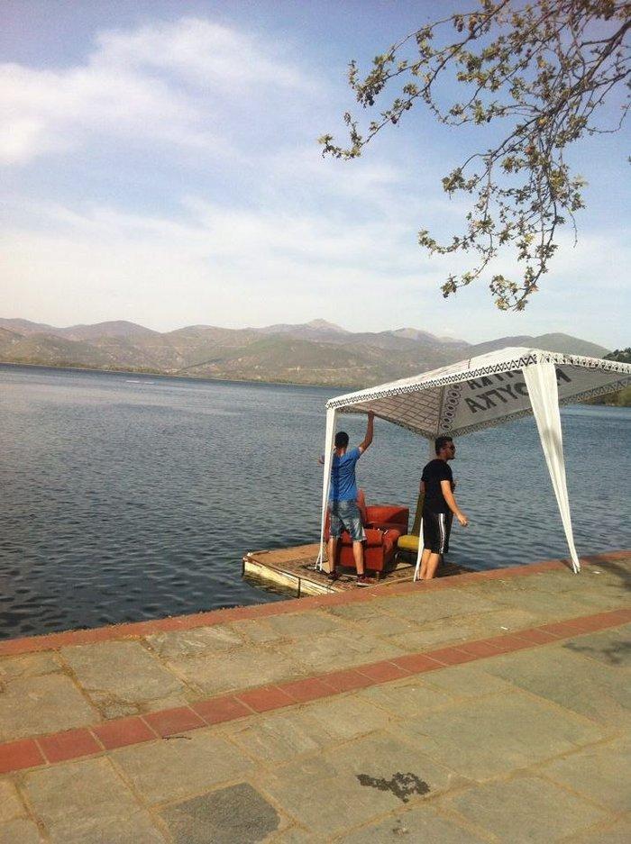 Η λίμνη της Καστοριάς είναι καρστική τεκτονικής προέλευσης και υπολογίζεται ότι σχηματίζετηκε πριν από 10.000.000 περίπου χρόνια (Μειόκαινος Περίοδος).