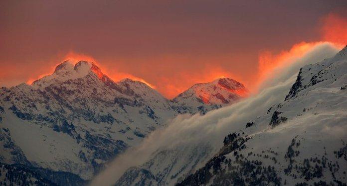 Ανατολή του ήλιου στις Ελβετικές Αλπεις