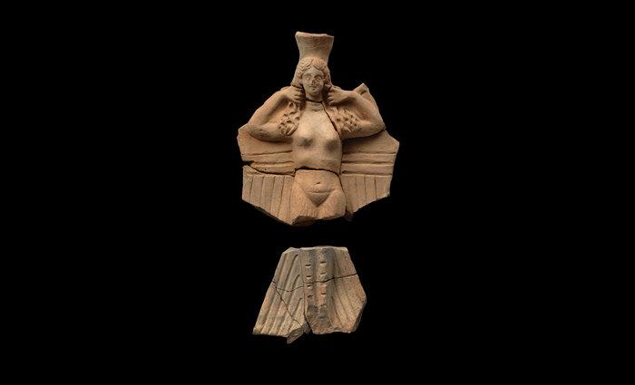 Πήλινο τελετουργικό σκεύος σε μορφή ειδωλίου Σειρήνας - Άπτερα, 2ος − 1ος αι. π.Χ.