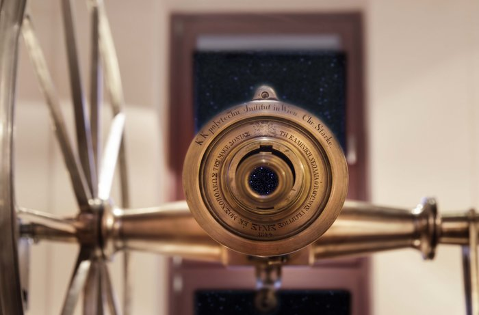 Το μεσημβρινό τηλεσκόπιο Starke. Χρησιμοποιήθηκε για την μέτρηση του χρόνου από το Αστεροσκοπείο από το 1846 έως το 1900