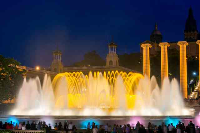 The Magic Fountain of Monjuic - sights to see in barcelona, things do in barcelona