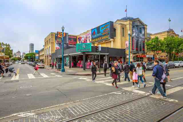 The corner of Jefferson St. and Mason st at Fisherman's Wharf district. the best san francisco attractions for visitors are here.