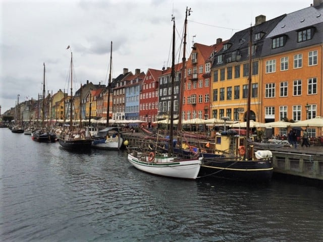 The boats and colored houses of Nyhavn Copenhagen. Eating here is one of the things to do in Nyhavn. what to do in copenhagen? start here! the best places in Copenhagen