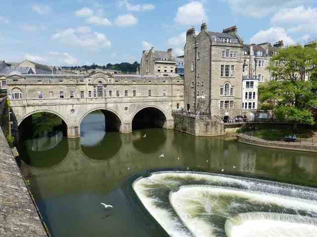 the Pulteney Bridge is one of the must see things to see in bath. things to do in bath at night