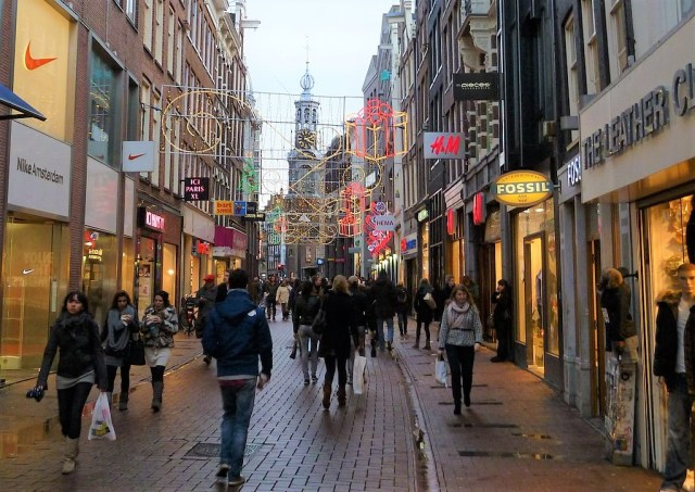 Stroll in street of the city center is in the top things to do in amsterdam