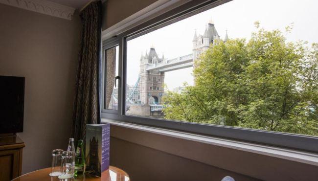 standard-twin-room-with-bridge-view-2