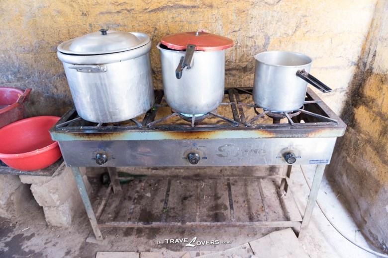 兩個人在小小的廚房裡,要煮150人份量其實一點也不簡單呢。