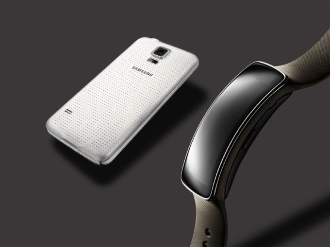 glam_gear-fit-galaxy-s5-white