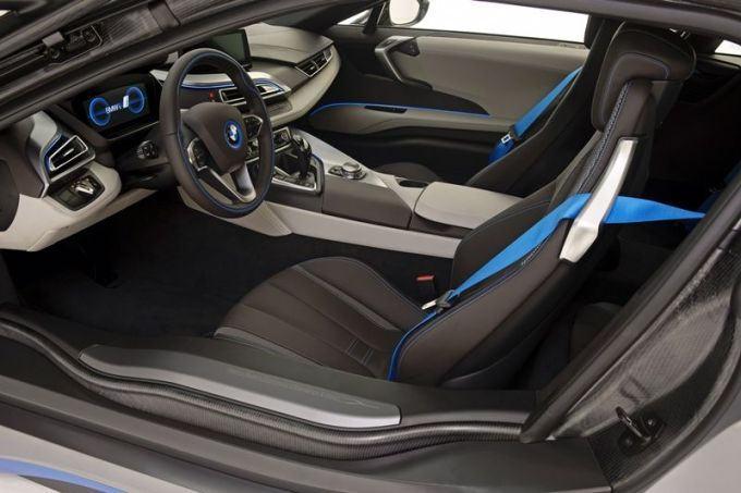 BMW_i8_Concours_dElegance_Edition_small_800x533 (6)
