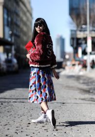 Susie Lau wearing Tommy Hilfiger 30 sweater and clutch