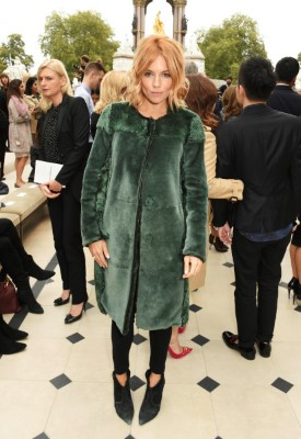 LONDON, ENGLAND - SEPTEMBER 21: Sienna Miller attends the Burberry Womenswear Spring/Summer 2016 show during London Fashion Week at Kensington Gardens on September 21, 2015 in London, England. (Photo by David M. Benett/Dave Benett/Getty Images for Burberry) *** Local Caption *** Sienna Miller