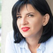 Diferenţele dintre mamele-antreprenor, femeile-casnice şi femeile-angajat