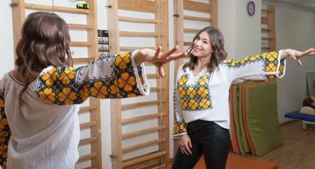 Fosta gimnastă Monica Roşu a acceptat invitaţia Cristinei Chiriac de la Flori de IE